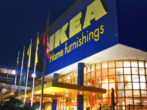 Ikea Buckles to Russia's 'Gay Propaganda' Law - Removes Lesbian Couple from Its Magazine