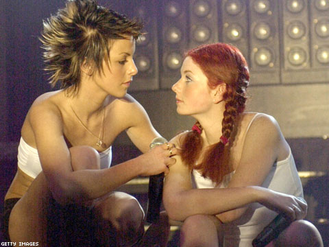 Russian Pop duo t.a.T.u,Famous for Schoolgirl Uniforms and Lesbian Imagery, to Play Sochi Opening Ceremony