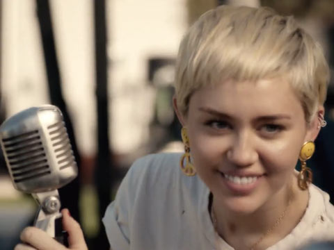 Miley Cyrus Steps Up To Tackle Homeless LGBT Youth Problem
