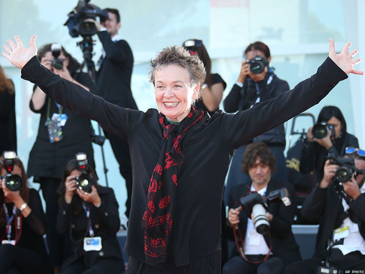 Performance Artist Laurie Anderson Marries a Woman in Impromptu San Francisco Wedding