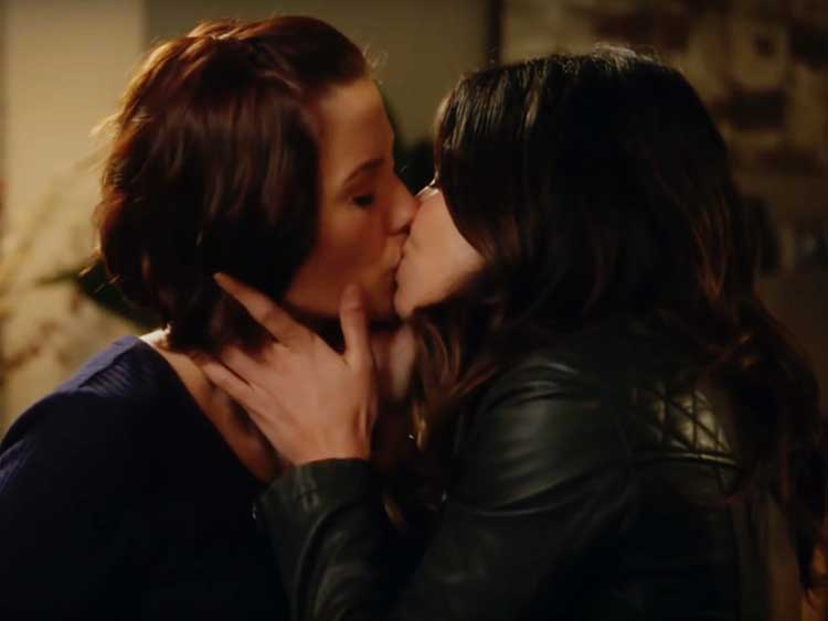 Supergirl S Alex And Maggie Get The Valentine S Day Of