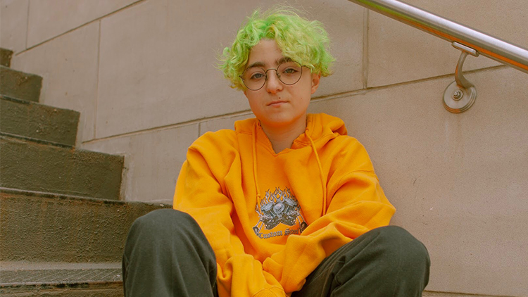 Non-binary Singer Claud Relives Teen Growing Pains in 'Just to Forget'