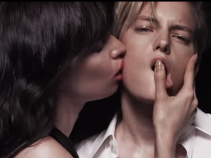 Watch Androgynous Model Erika Linders Lesbian Kiss In Super Sexy Tom Ford Lipstick Campaign