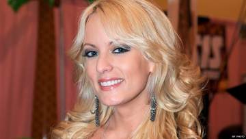 Stormy Daniels Confirms She's Bisexual in Wild Twitter Thread