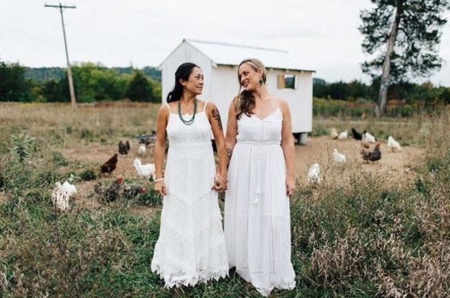 This Photographer Takes Stunning Wedding Portraits of Women In Love